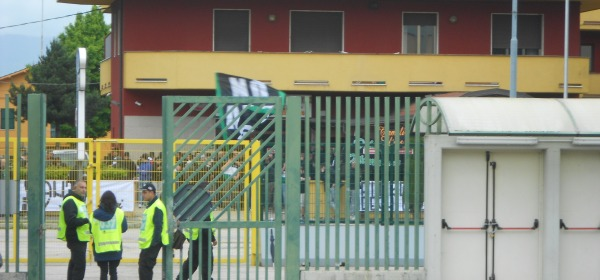 I tifosi fuori dallo stadio