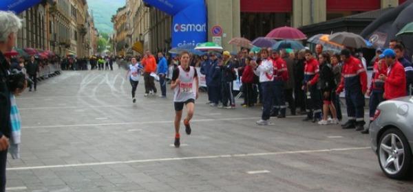 Arrivo di Andrea Piccinini alla Maratonina Pretuziana