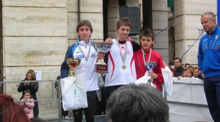 Premiazione di Andrea Piccinini dopo la Maratonina Pretuziana